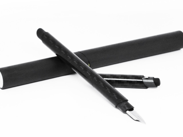 Carbon V Fountain Pen by Venvstas